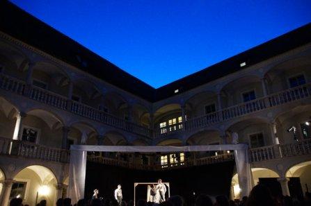 Bühne i. Innenhof des Thon-Dittmer-Palais