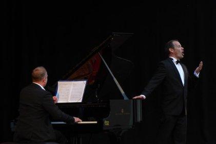 Peter Tilch (Gesang) und Bernd Meyer (Piano)